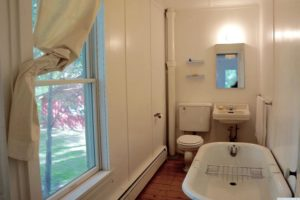 farmhouse summer rental, bathroom, claw foot tub, saugerties, new york, ny, catskill, for rent, rental, nicole vidor, real estate, realtor