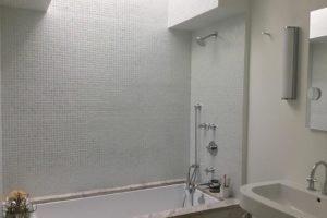 bathroom, white, minimal, tile, tub, warren street, hudson, ny, for rent, rental, nicole vidor, real estate, realty, realtor