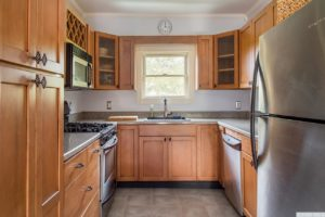 country cottage, interior, kitchen, stainless steel appliances, crown molding, for rent, nicole vidor, realtor, real estate